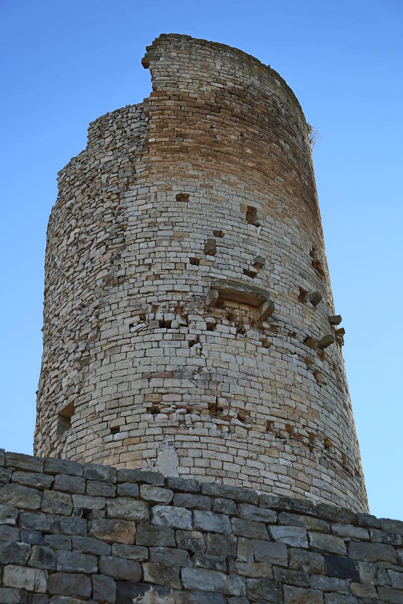 Le château de Guimerà (cat. El castell de Guimerà)est placé stratégiquement à la limite entre le plateau et la crête de la vallée du Corb