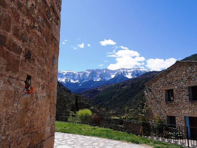 La chaîne du Cadi, vue depuis le village où se trouve le musée de l'accordéon.