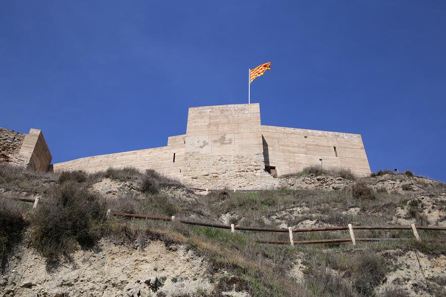 À l'extérieur de l'enceinte du château de Castellfollit, afin de compléter sa défense, se trouvent trois tours albarranes : Ballester, Raval et Cap Xic