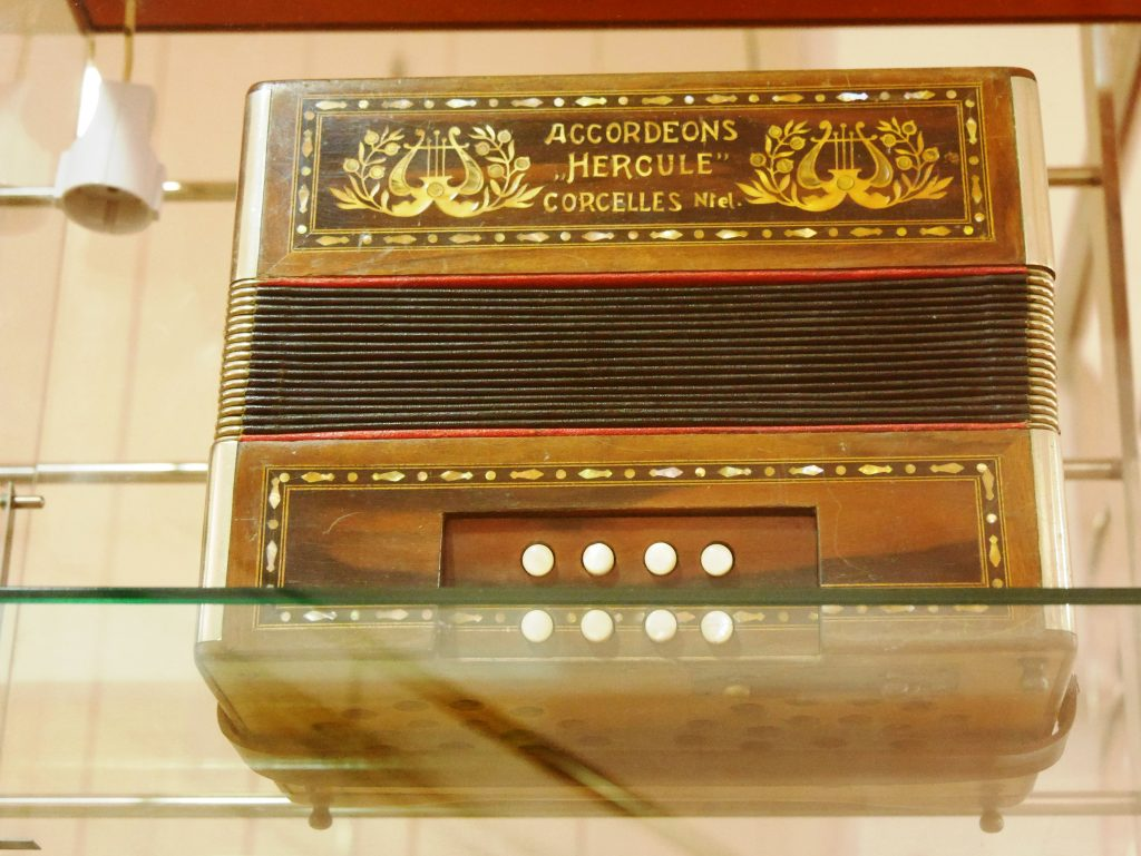 "Accordéons ""Hercule"" Corcelles."