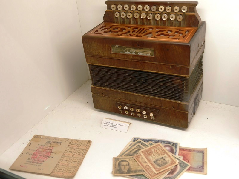 Diatonic accordion: Marcelli Obradors Sabadell.