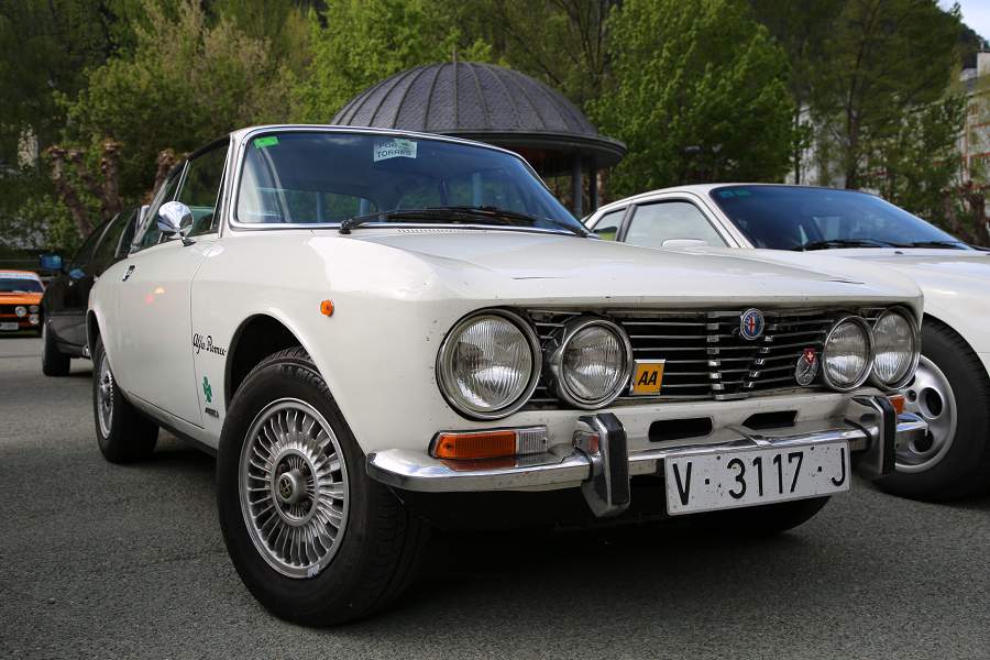 Белая Alfa-Romeo 2000 GT Veloce: белая версия образца 1973 года