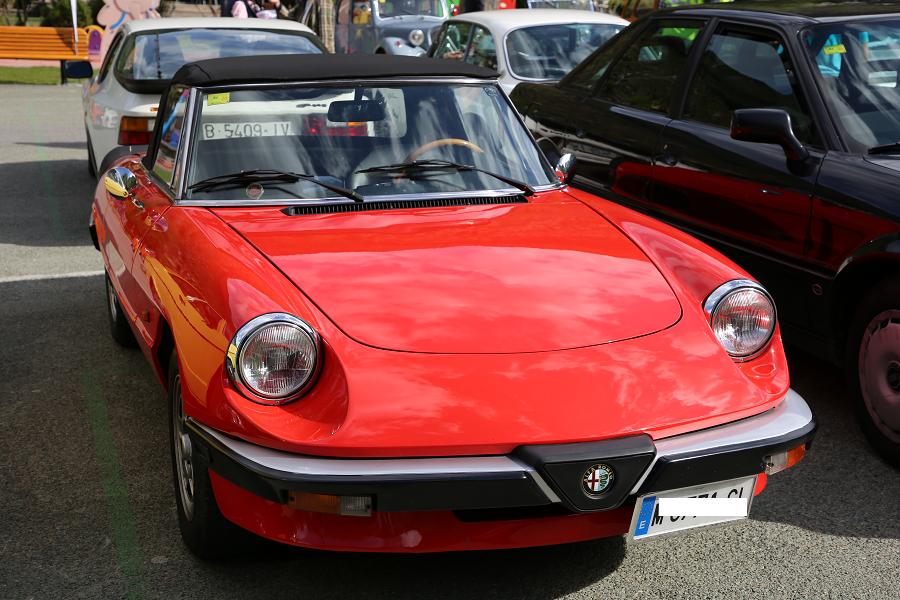 Alfa-Romeo Spider 2.0 (третье поколение): красный кабриолет образца 1984 года