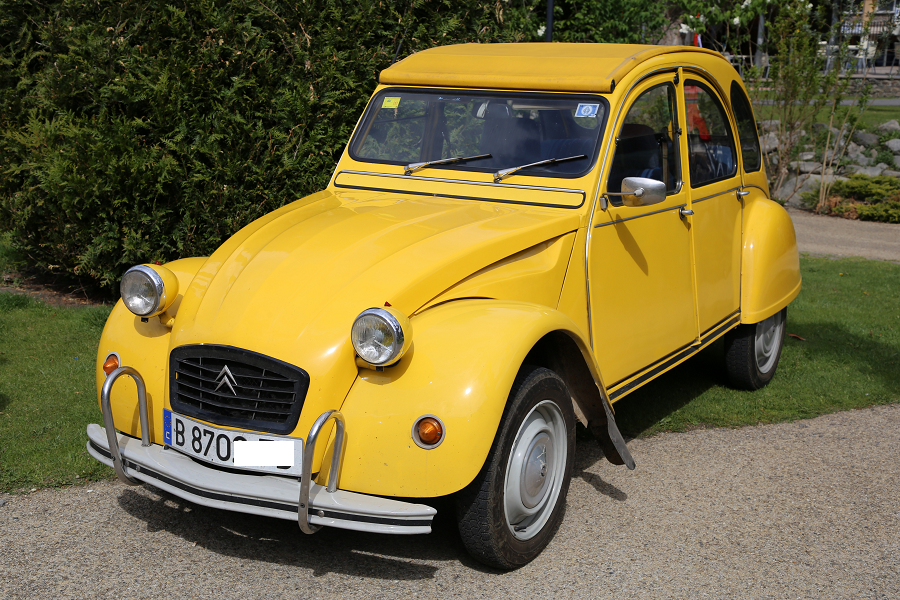 Желтый Citroën 2CV6 CT образца 1982 года
