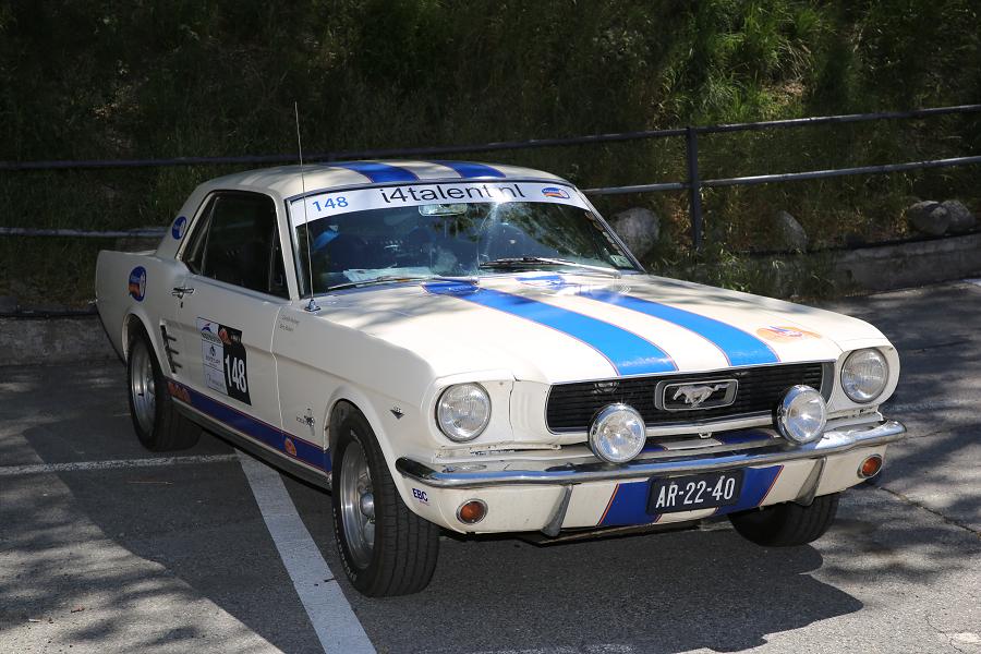 Ford Mustang: белая версия образца 1968 года