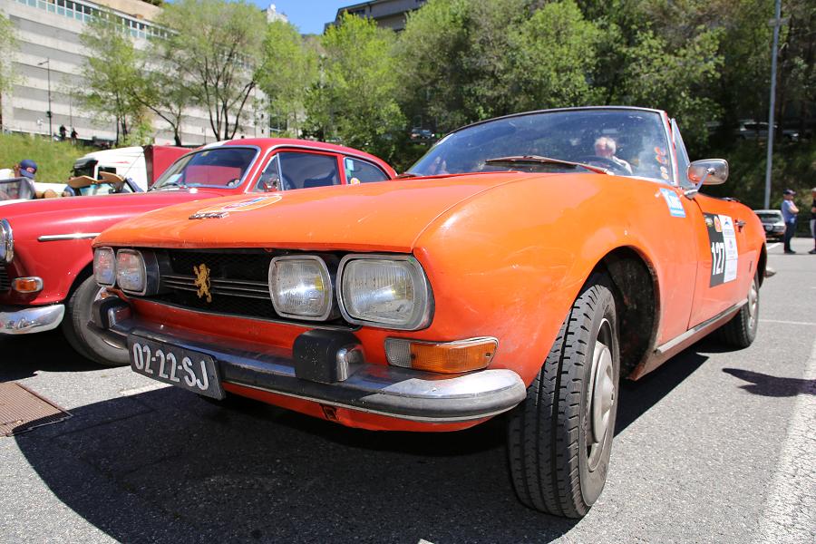 Peugeot 504: оранжевый кабриолет образца 1970 года