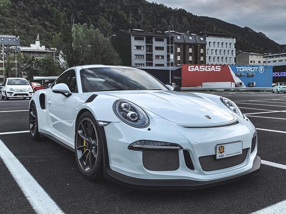 Porsche GT3 RS: белый цвет