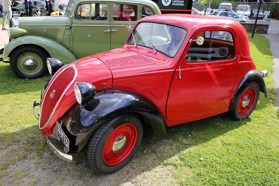 Красная Simca 5 образца 1937 года