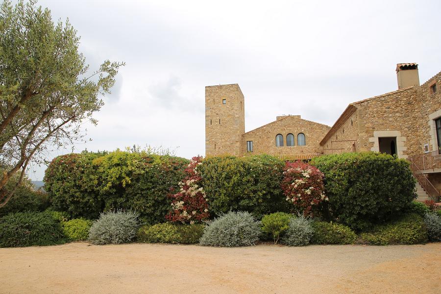 Château à La Bisbal d'Empordà est un hôtel sur la Costa Brava qui allie toute la magie d'un château millénaire au design et à la modernité de nos jours