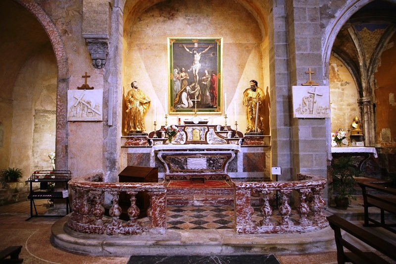 Аббатство Святого Папула - одна из девятнадцати жемчужин архитектуры и важный религиозный центр страны Катаров