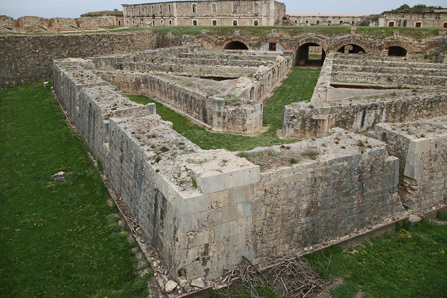 Замок Сан-Ферран_виды и фото