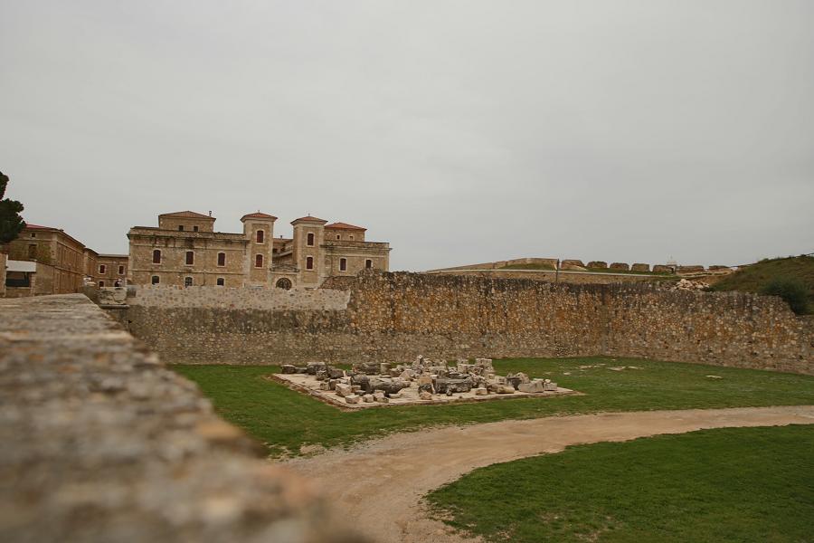 Замок Сан-Ферран_путешествия