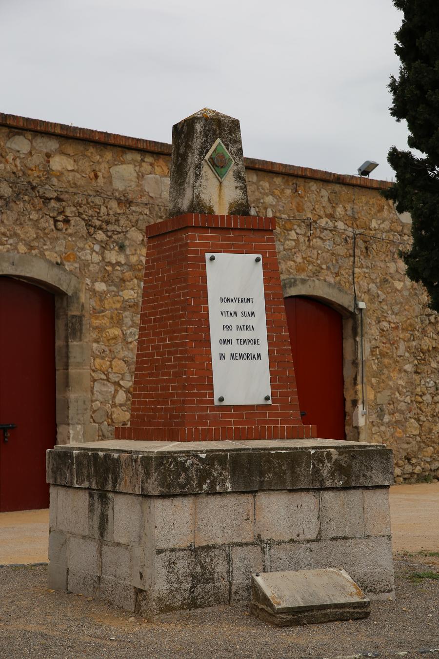 Замок Сан-Ферран - самый большой (по размерам) памятник на территории Каталонии