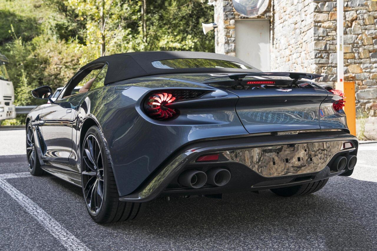 Aston Martin Vanquish Volante Zagato. Серый кабриолет