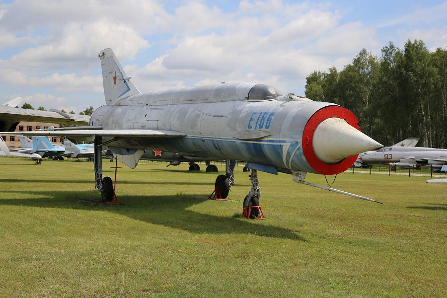 E-166 (E-152) : avion expérimental Soviétique. Design de DB Mikoyan