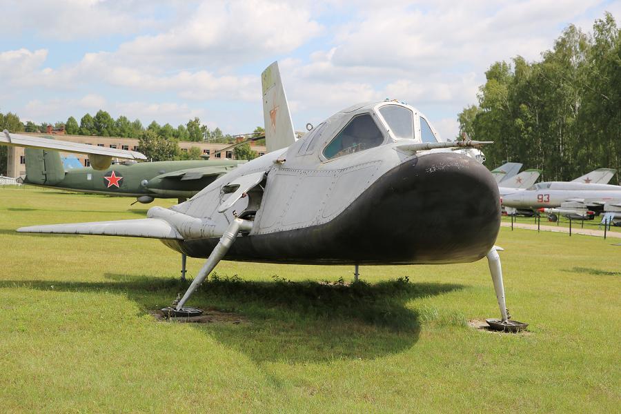 EPOS. Un analogue soviétique d'avions en orbite pilotés expérimentaux de 1976 (produit 105-11) par Mikoyan DB.