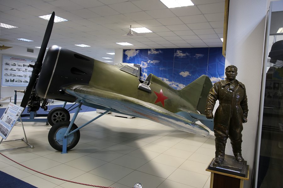 "I-16 Polikarpov. Petit combattant, surnommé ""Ishak"" (âne) ou ""Ishachok"" (ânon)"