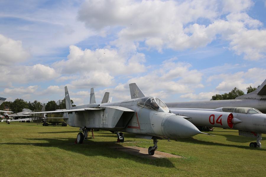 Як 141. Советский (первый в мире многоцелевой сверхзвуковой) самолет с вертикальным взлетом и посадкой