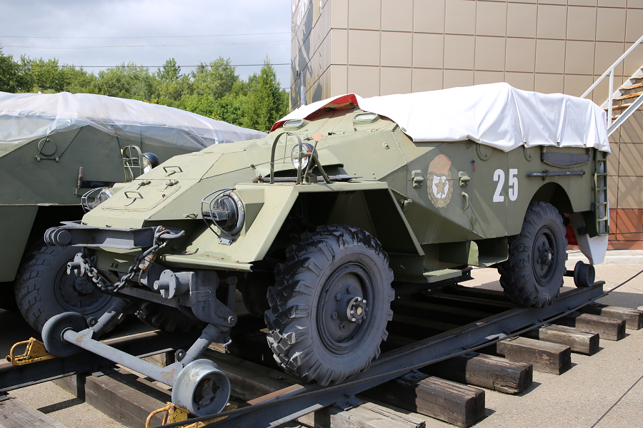 BTR-40 : transport ferroviaire blindé Soviétique