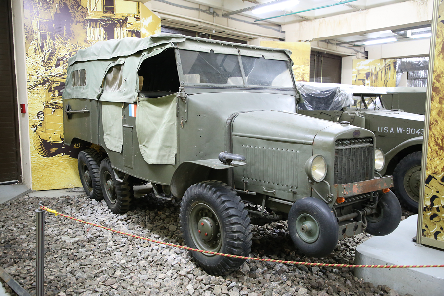 Laffly S20 TL VDP (Voiture de Dragons Portes) : camion de l'armée Française de Seconde Guerre mondiale