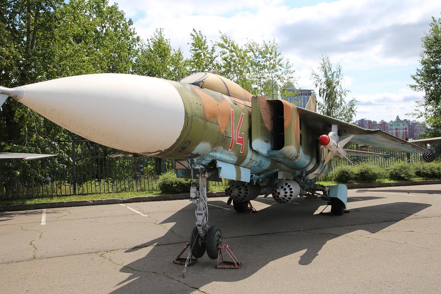 Фронтовой многоцелевой истребитель МиГ 23М. Разработан в 1967 году