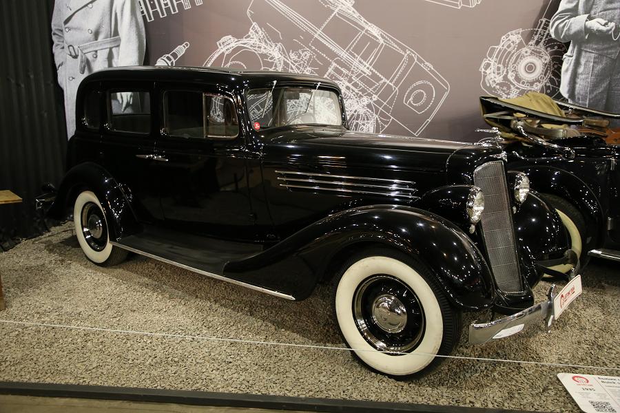 Черный Buick series 40 образца 1935 года
