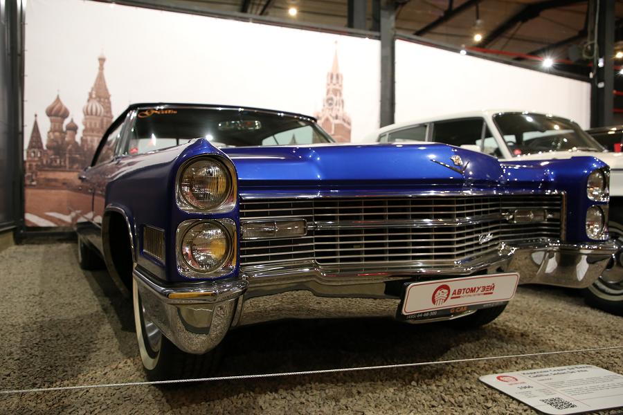 Bleu Cadillac Sedan Deville de 1966