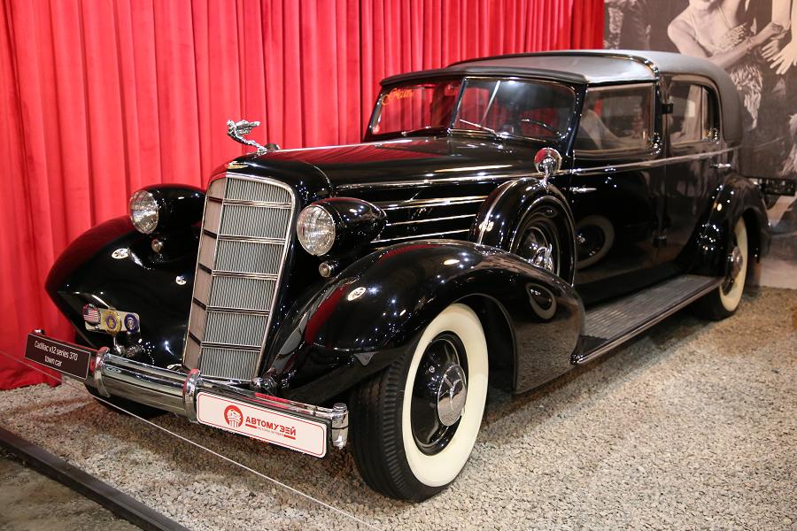Черный Cadillac V12 series 370 образца 1935 года