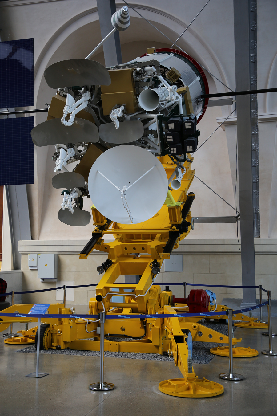 Express-A : satellite Soviétique. Premier lancement en 2000