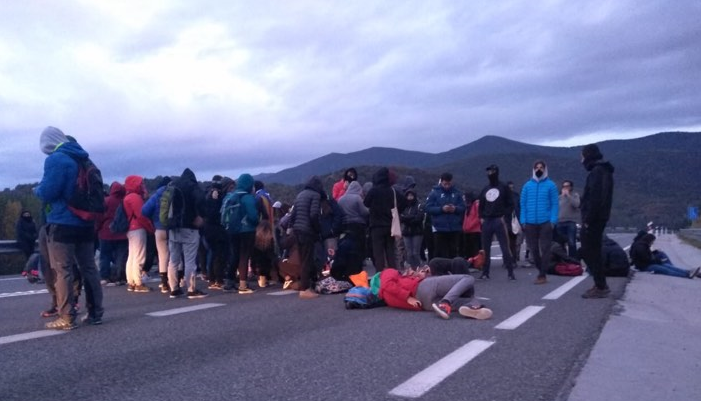 The road between Andorra and la Seu d'Urgell is blocked due to connection with the verdict against leaders of the independence movement of Catalonia