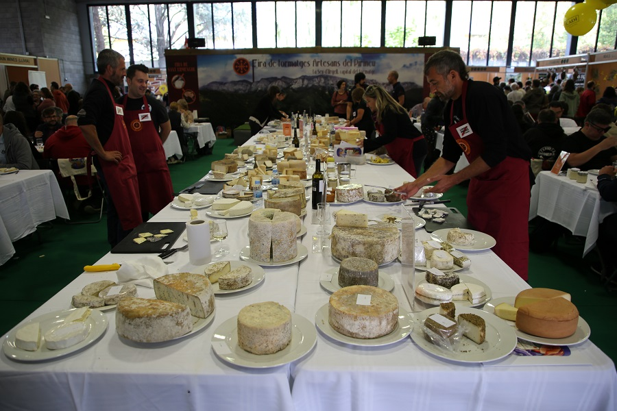 Fair of Sant Ermengol, Catalonia: Cheese-makers for freedom