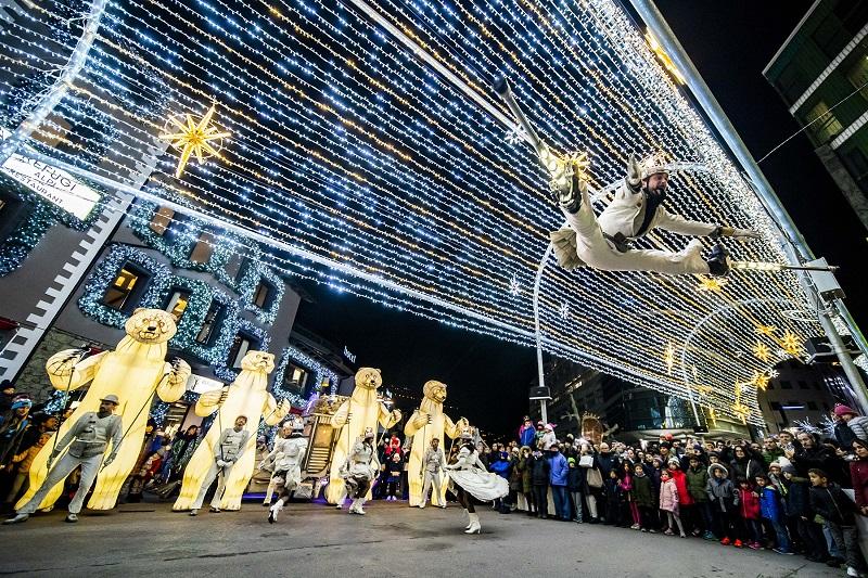 Andorre-la-Vieille ouvre la saison de Noël avec des spectacles de rue et de lumières artificielles
