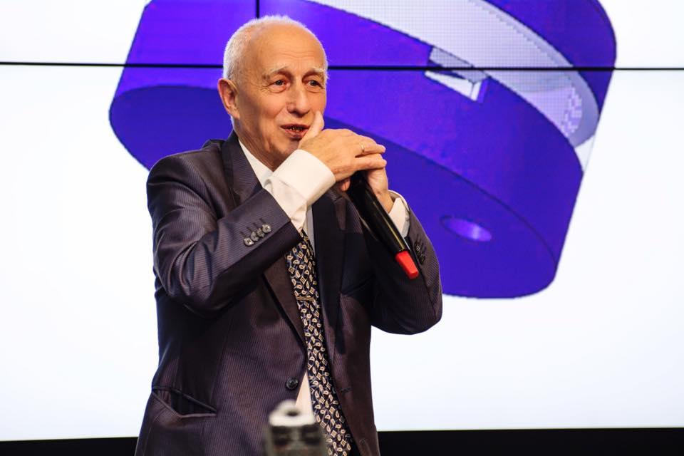 Vladimir Tsygankov, creador d'un model de neurocomputadora de l'univers