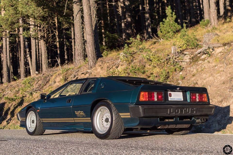 Lotus Esprit turbo : voiture de James Bond 007. L'Espion qui m'aimait