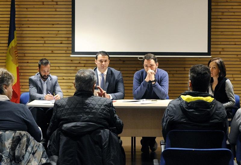 Le ministre de la Présidence, Économie et Entreprise, Jordi Gallardo, se réunit avec les voisins et commerçants du Pas de la Case pour continuer à travailler conjointement en faveur de l'emploi pour l'année 2020