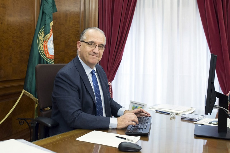 Pamplona is not only the tourist city of Spain, famous for its Sant Fermí celebration, it is also the largest centre for biomedical research, says the mayor of the city Enrique Maya