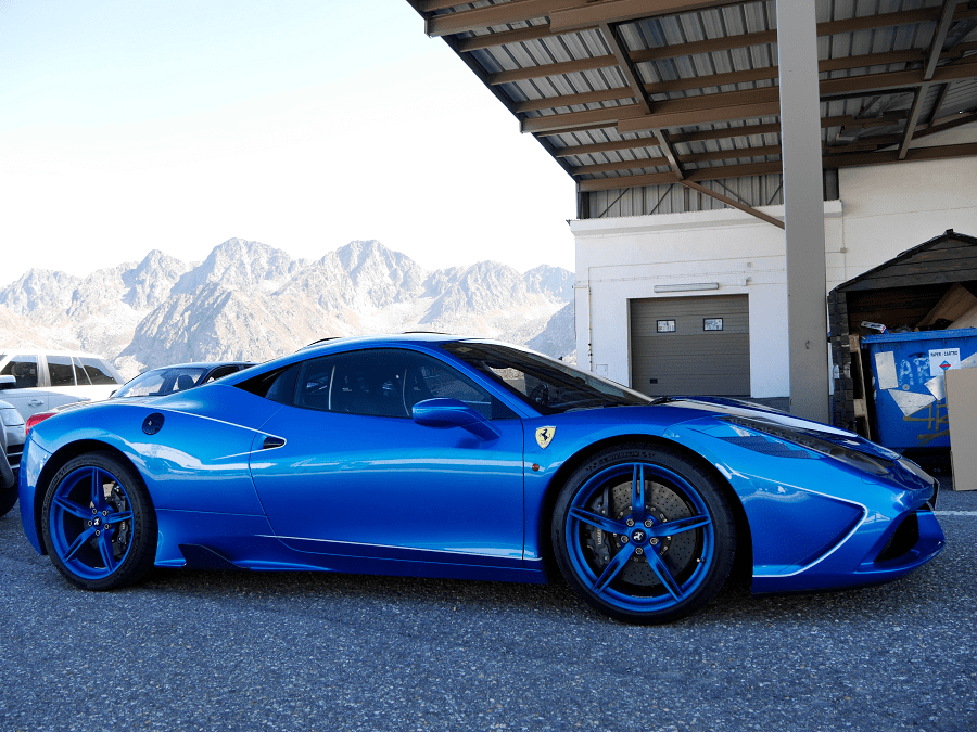 "Синий Феррари 458 с мотором семейства ""Феррари/Мазерати"" F136 V8. Мощность 562 л.с."