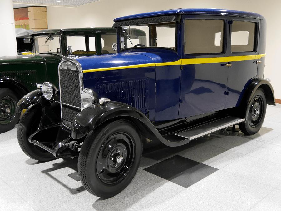 Синий Chenard & Walcker Y6. Автомобили этой марки стали первыми победителями гонки Ле Ман в 1923 году