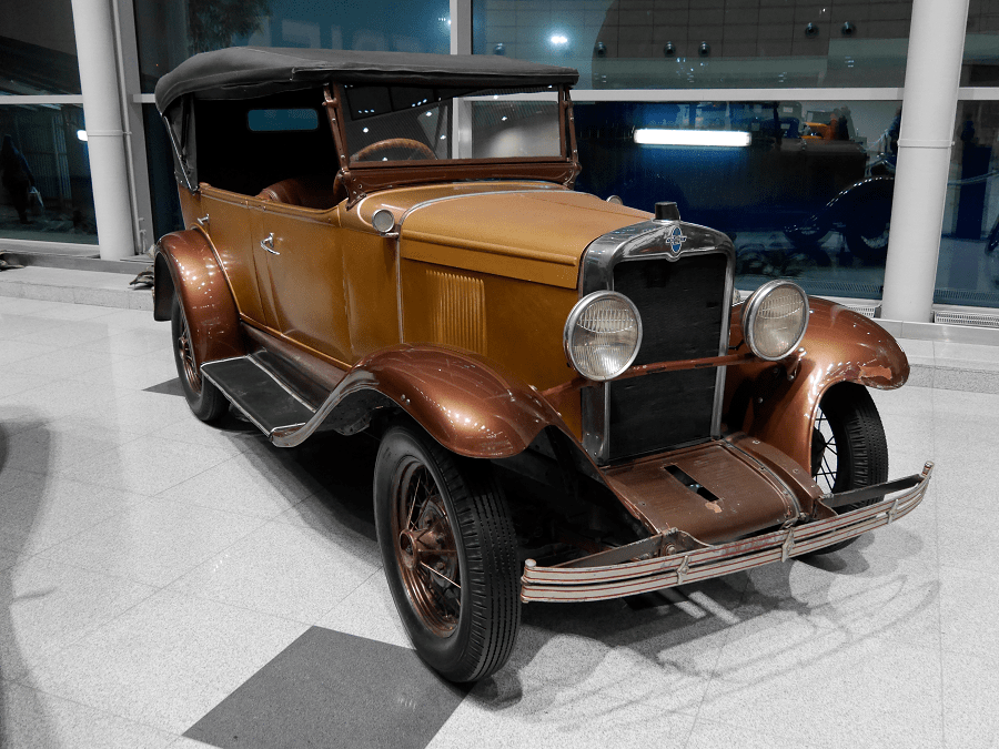 Коричневый Chevrolet AC Open Tourer. Сделан в 1929