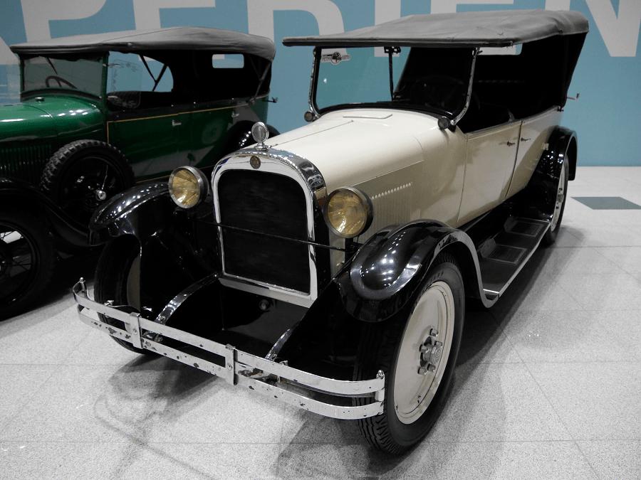 Белый Dodge 124 Open Touring. Сделан в 1928