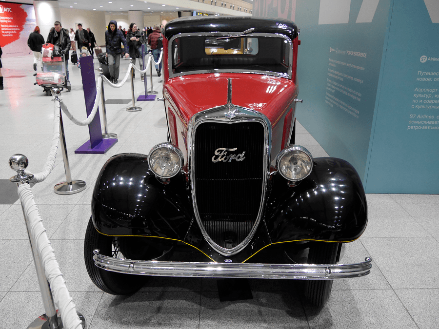 Vermell Ford Y. Fet el 1933