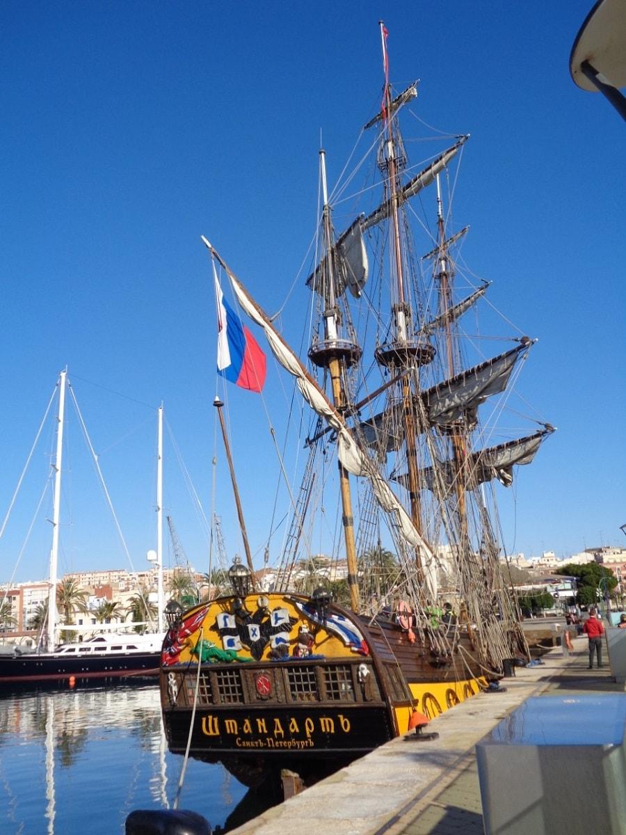 День открытых дверей в Порту Таррако Марина в честь прибытия фрегата Штандарт