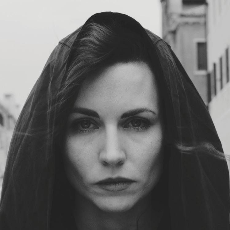 Mina Spiler est surtout connue du grand public pour sa voix angélique dans l'un des groupes les plus controversés et provocateurs de notre temps - Laibach
