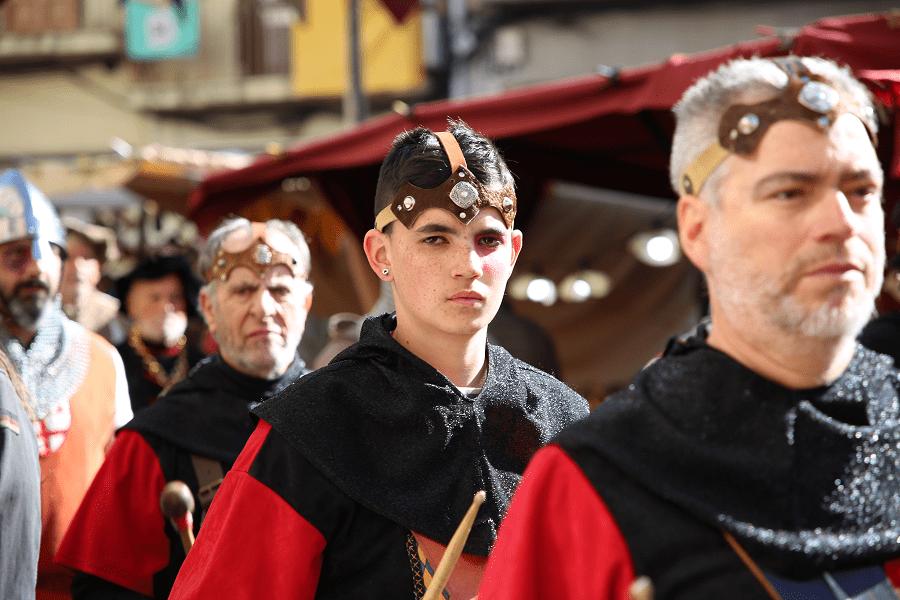 Ярмарка Айшада (FIRA de l'Aixada). Средневековый рынок Манресы, Каталония, Испания
