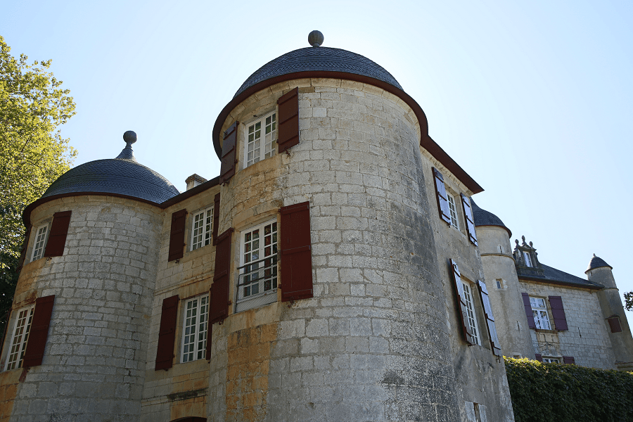Urtubie Castle and its tapestry Collection