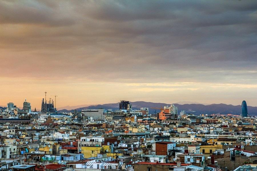 Количество смертей от коронавируса в Каталонии превысило 10 000 человек