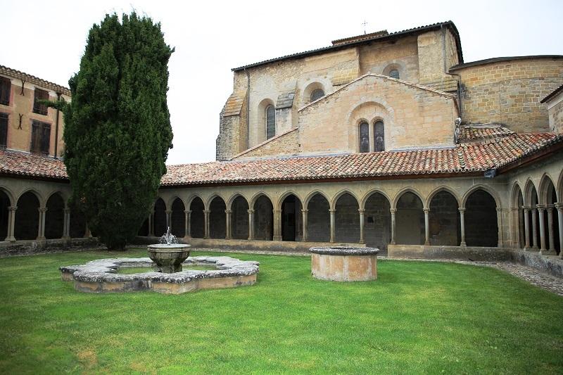 L'abbaye de Saint-Hilaire est une abbaye bénédictine située entre Limoux et Carcassonne