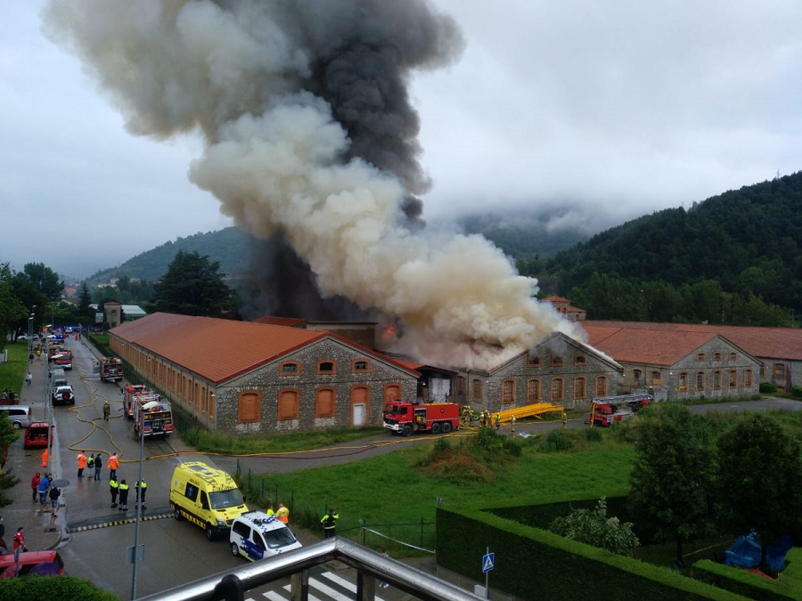 One of the industrial buildings of the Catalan textile company Tensión Téxtil, SLU burned down