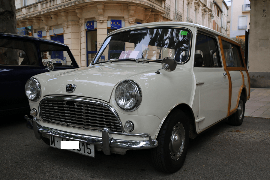 Austin Mini Countryman MKII 1969 года. Белая версия_перед автомобили транспорт ретро редкие машины_автомобили