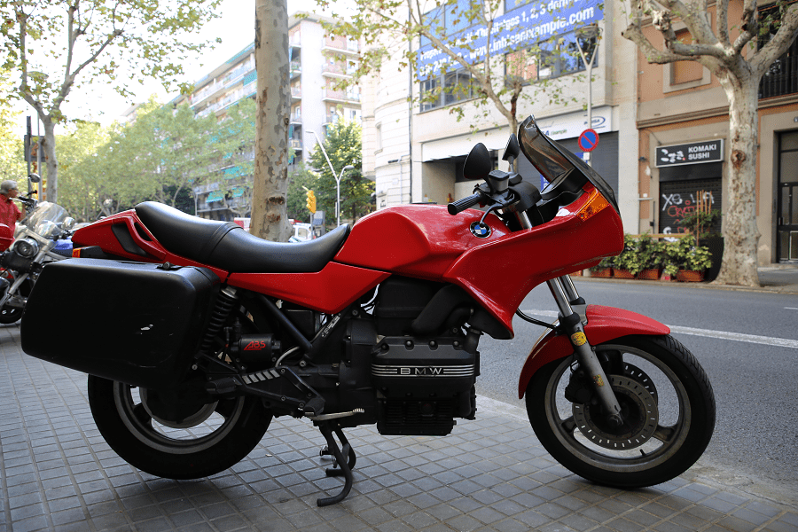 BMW K100. Красная версия_мощность скорость мотоциклы скорость каталония испания